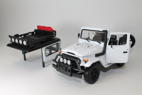 FJ40 TOY, 1/24 SCALE, GREEN SAFARI